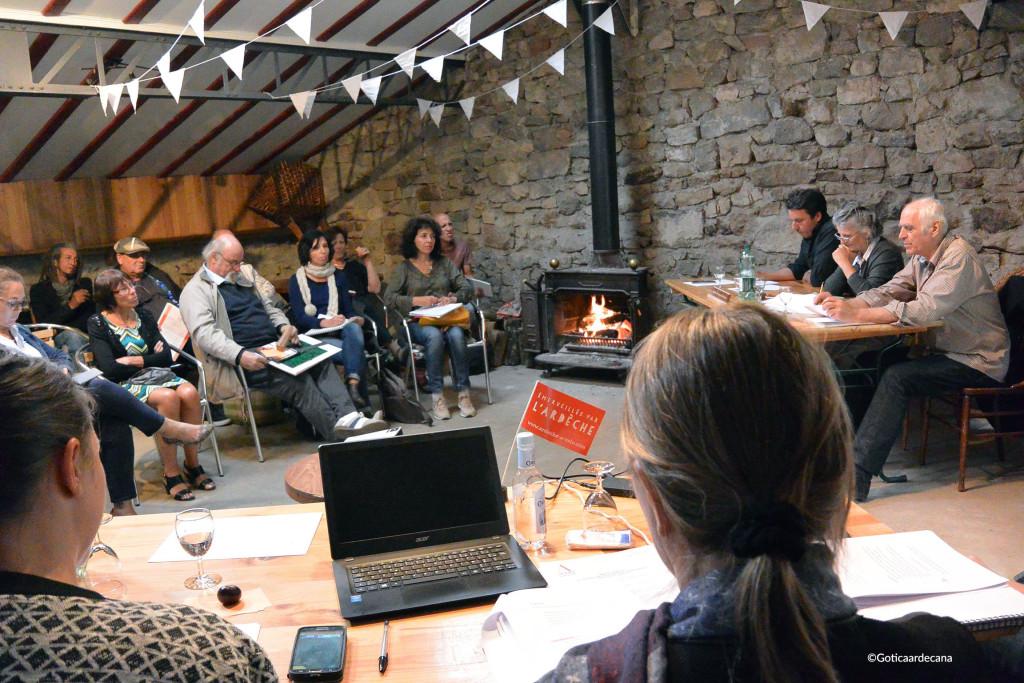 ici, lors de l'Assemblée Générale 2016 au Château de Liviers, avant le workshop sur trois esquisses d'interventions des métiers d'art dans les domaines publics et scolaires.